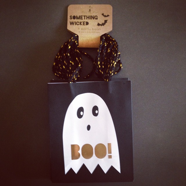 Cool, cheap and small enough to limit those treats. What's not to like about these #trickortreat bags #littlespree