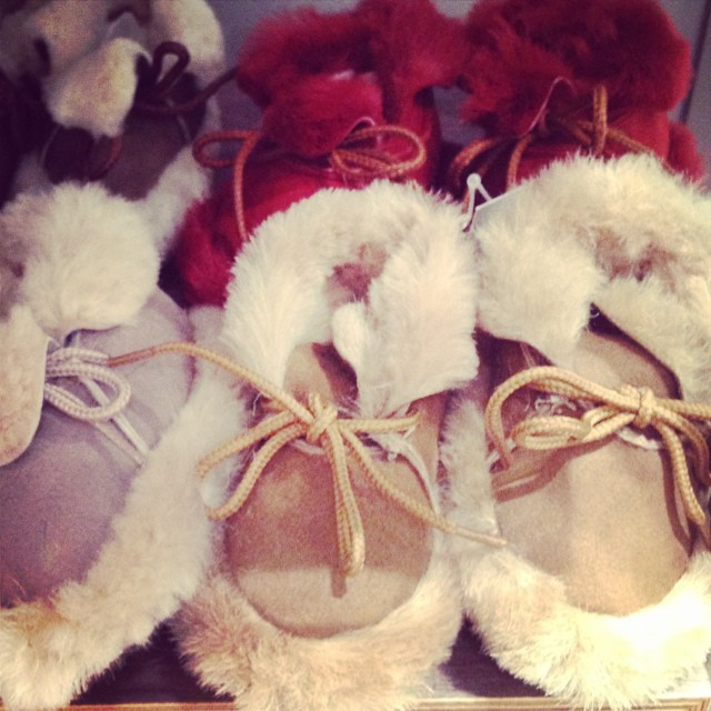 Could these be any cuter?? @oliverbonas #sheepskinbooties #littlespree