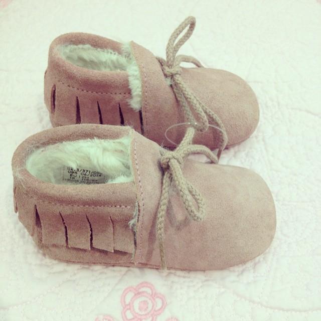 Fur lined fringed booties @zarahome #babybooties #littlespree
