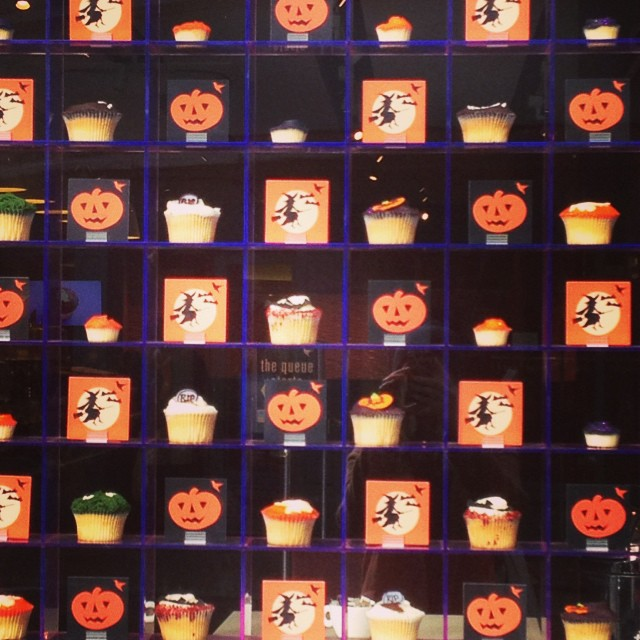 Spooky cupcakes @hummingbbakery #richmond #littlespree