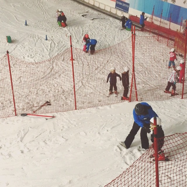 First ski lesson @thesnowcentre #littlespree #ski #snowbabes