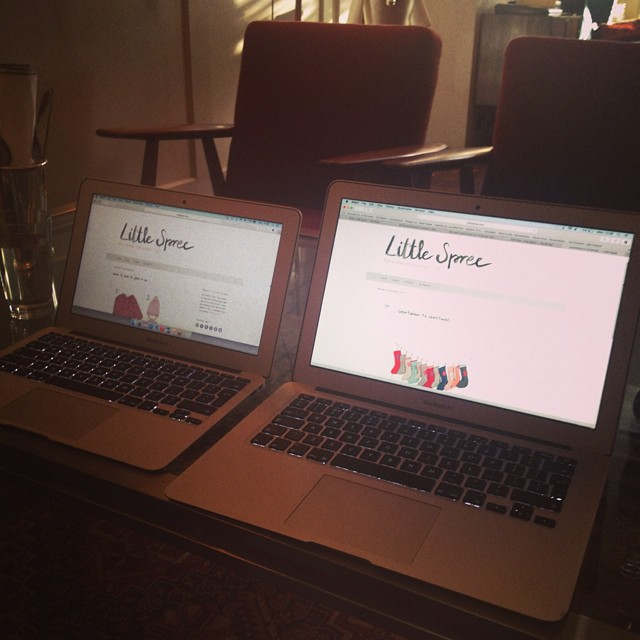 Side by side in our Monday office #brainstorming #cosy #christmascountdown #highroadhouse @sohohouse #littlespree #mamaspree
