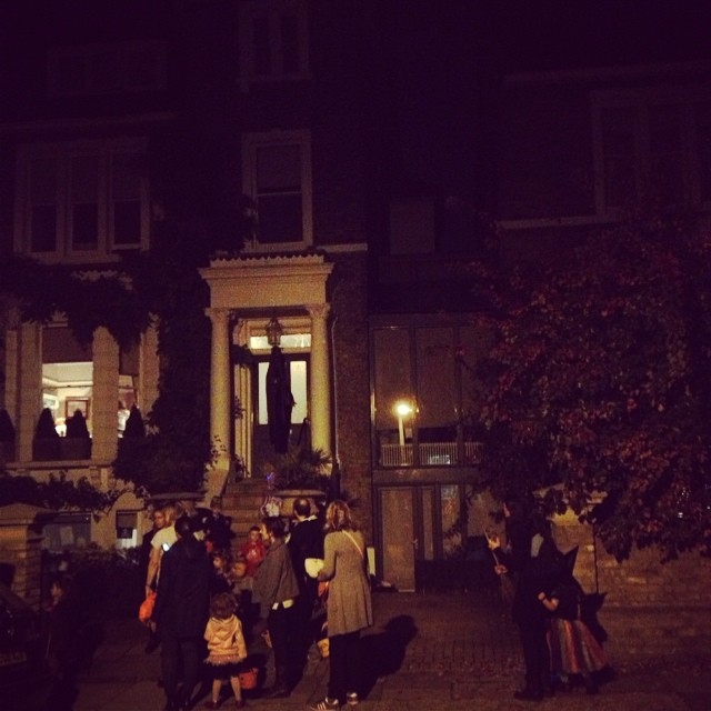 People queuing for treats!!! #trickortreating #halloween #richmondhill #littlespree