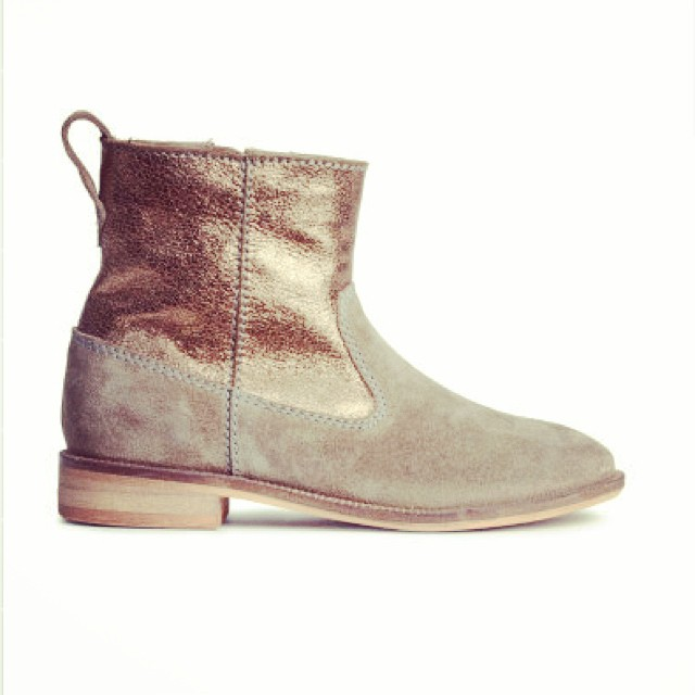 How great are these h&m girls boots?? #h&mkids #girlsboots #littlespree