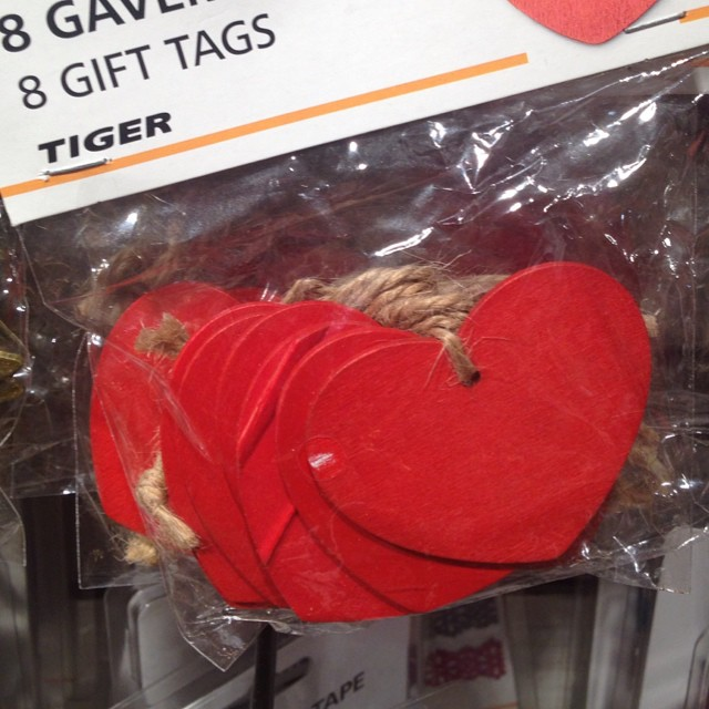Gift tags #tiger #loveabitoftiger #hearts #gifttags #christmascountdown #christmaswrapping #littlespree