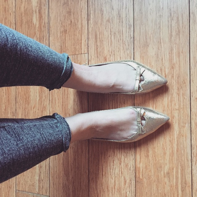 Working from home in @ukgap joggers & @boden_clothing metallic flats today... #mamaspree #comfychic #loungewear #toecleavage #workingfromhome