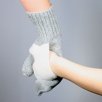 normal_pair-of-hand-in-hand-gloves-1